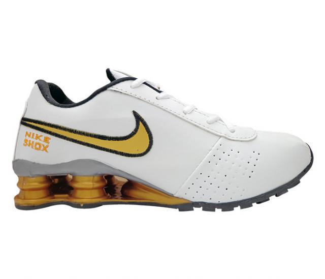 best website b5cbb 9c5ba Tênis Nike Shox Classic Branco e Dourado