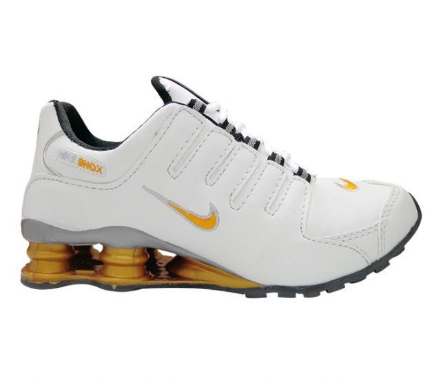 663e7463255 Tênis Nike Shox NZ Branco e Dourado